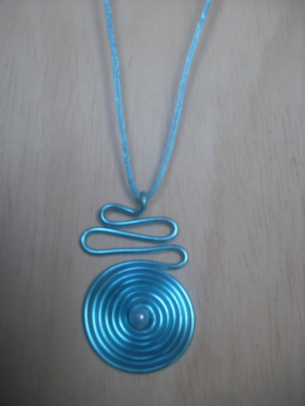 collier fil alu turquoise avec perle bijoux fil alu fantaisie. Black Bedroom Furniture Sets. Home Design Ideas
