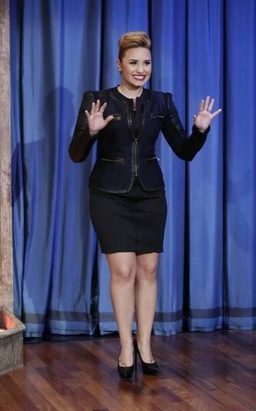 Demi lors d'une émission.