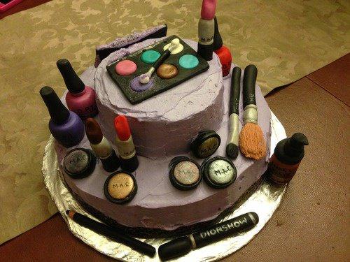 G teau en p te d 39 amande en forme de palette de maquillage - Palette maquillage avec pinceaux ...