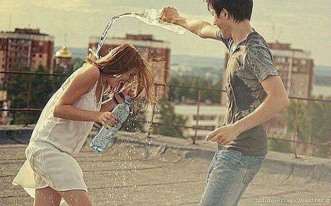 L'amour n'est pas un jeu, quand on aime une personne on n'a pas le droit de la faire souffrir, ni de la faire pleurer, que ce soit en amitié ou en amour, juste etre présent dans les bons ou les mauvais moments.