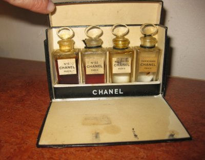 chanel rare mini coffret cuir de russie bois des iles n 5 n 22 fandeminis. Black Bedroom Furniture Sets. Home Design Ideas