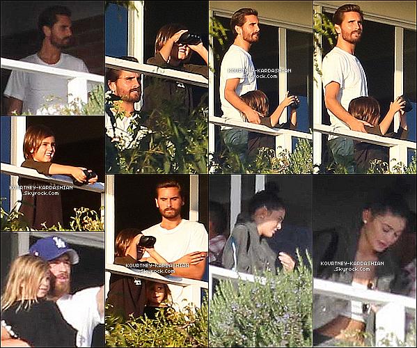 01/11/15 : Kourt', ses enfants et Kylie ont été voir Scott dans son centre de rehab à Malibu.Kourtney fait réellement ça pour que ses enfants grandissent avec leur père. Kylie a accompagnée Kourtney.  POSTED BY CINDY ON NOVEMBER 7TH 2015