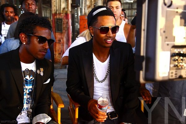 .        CLIP : LLOYD FEAT TREY SONGZ & YOUNG JEEZY - BE THE ONE  .