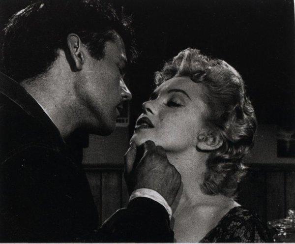 """""""Il vaut mieux aimer qu'�tre aim� ; d'abord, on choisit."""" Diane de Beausacq"""