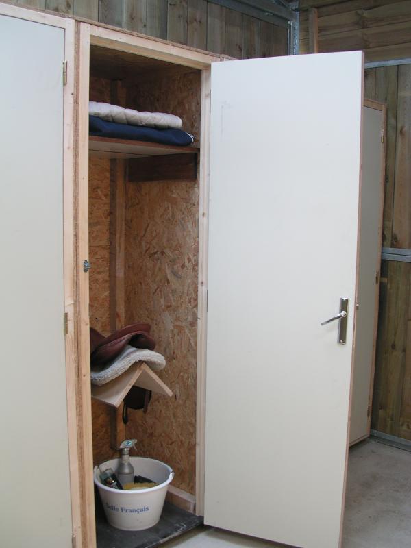 Sellerie armoire individuelle ecurie de nouveau lieu - Comment decaper une armoire metallique ...