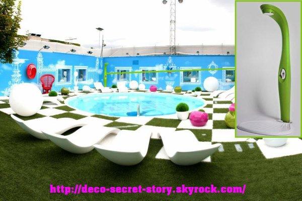 Dyno douche avec bouton poussoir myyour deco secret story for Sims 4 piscine a debordement