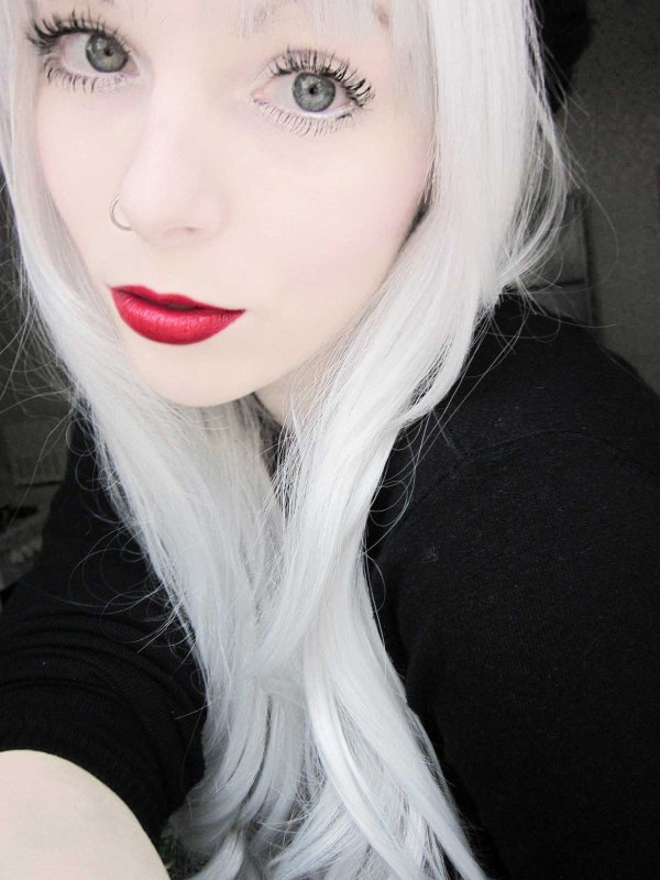 ira vampira blond black emo scene hair