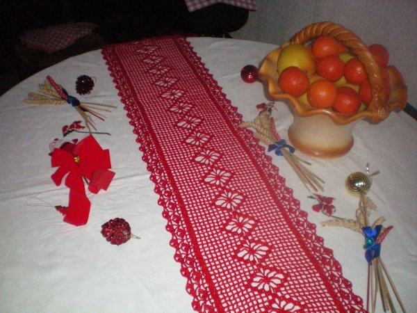 Chemin de table rouge mes ouvrages au crochet for Chemin de table rouge