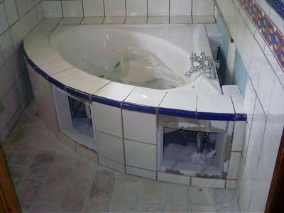 Baignoire d 39 angle for Fixer baignoire d angle