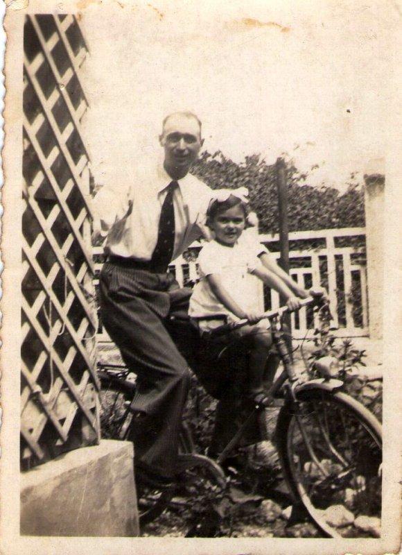 quelques photos de ma petite enfance juste avant guerre de 39/45 et quelques photos avec mon fr�re Raymond n� en 1945