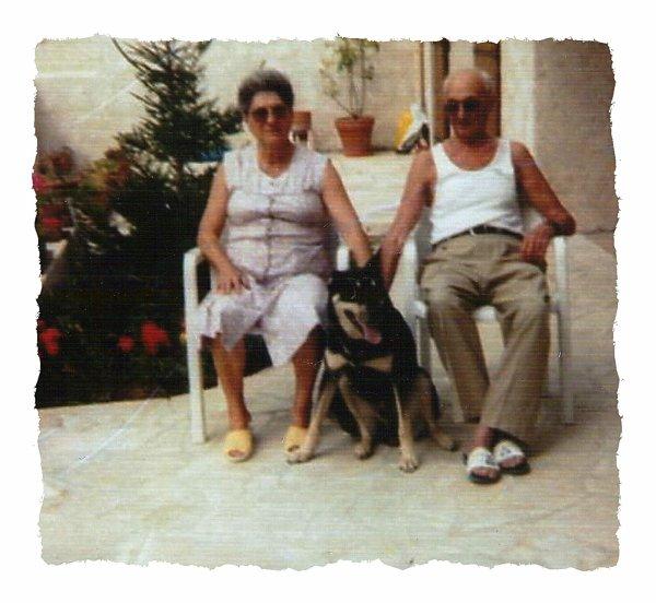 -Mes parents Jean-Baptiste et Maria.ci dessous dans les annees 1980--1985.Carte d'identit� de ma maman