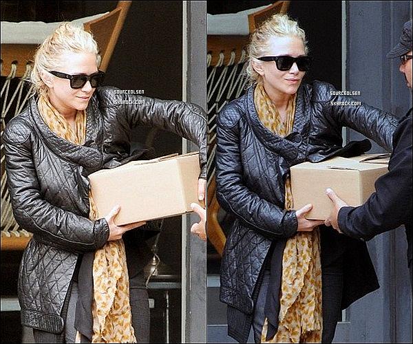 . 02/05/2012 : Mary-Kate a �t� vu allant chez une amie et repartant apr�s, � Tribeca dans New-York. .