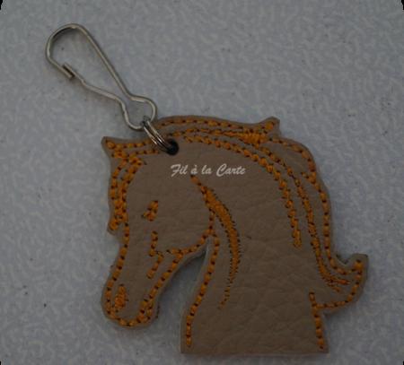 Portes clés cheval colorés