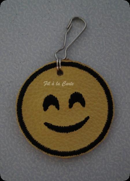Portes clés Smiley brodés