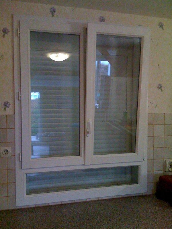 fen tre 2 vantaux sur all ge fixe avec oscillant battant pvc blanc volet roulant pvc blanc. Black Bedroom Furniture Sets. Home Design Ideas