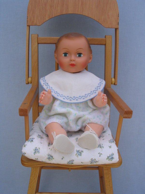 Mimi et sa chaise haute blog de mamour7791 for Chaise qui ne prend pas de place