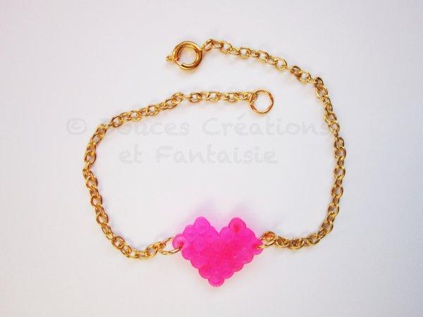 Bracelet dor� et coeur fuchsia