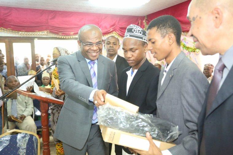 Baccalauréat 2016 : Félicitations aux bacheliers et remerciements à  l'égard du gouverneur sortant Anissi Chamsidine