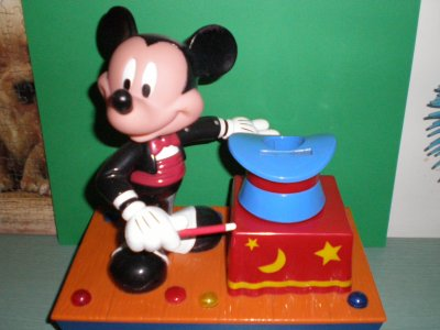 tirelire automate de mickey magicien bienvenue dans le monde de la magie. Black Bedroom Furniture Sets. Home Design Ideas