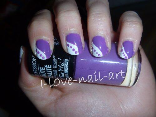 nail art violet et blanc