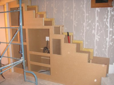 fabriquer meuble escalier table de lit a roulettes. Black Bedroom Furniture Sets. Home Design Ideas