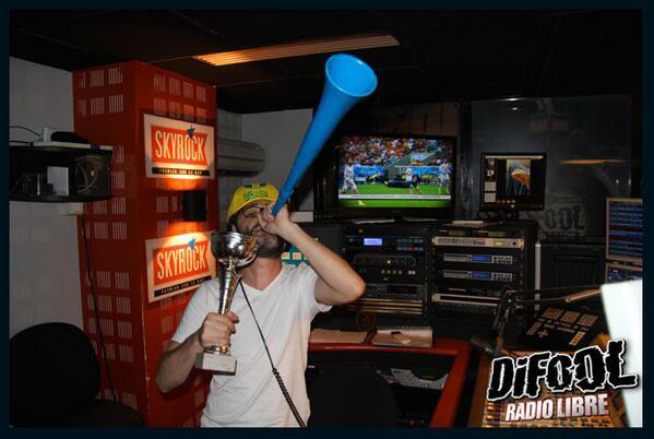 Romano gagne et il sort le vuvuzela direct!  #ClashDeLaDrague
