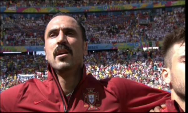 La moustache d'Almeida!