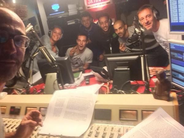 Apr�s son selfie avec l'�quipe de la Radio Libre, Romano ne s'est plus arr�t�.... un autre avec LACRIM ! Aha les t�tes