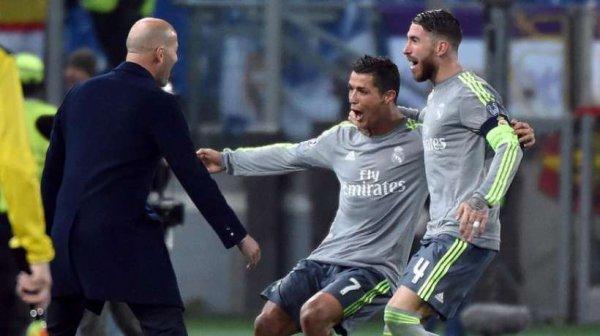 VIDEO - Cristiano Ronaldo s'agace quand on lui rappelle qu'il ne marque jamais � l'ext�rieur !
