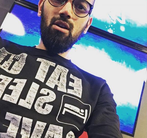 Comment trouves-tu le menton de Karim ? 😂