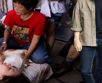 Une famille chinoise assiste leur fils pendant qu'il perd sa virginit� !