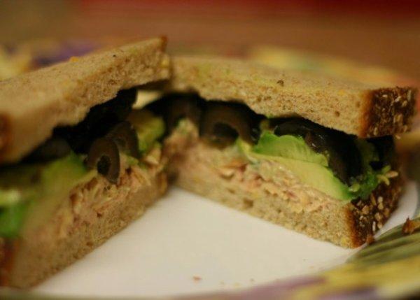 Elle d�couvre un pansement usag� dans son sandwich au thon !