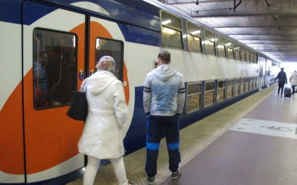 PHOTO - Le RER D retard� � cause d'un homme nu !