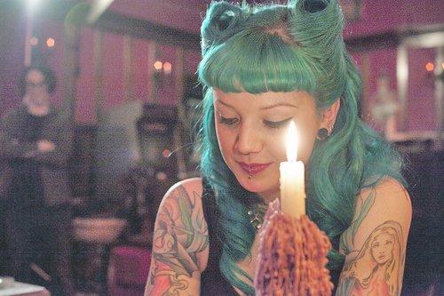 Se tatouer une vierge sur le bras ?
