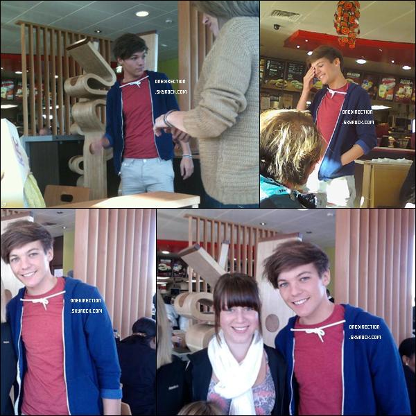 •  22 Octobre : Louis et Eleanor ont été aperçu quittant la maison de celui-ci, puis ils ont été vu dans un magasin à  Doncaster.