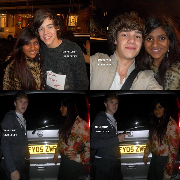 8 Novembre : Les One Direction ont pris des photos avec les fans pendant les répétitions pour la tournée à Londres.