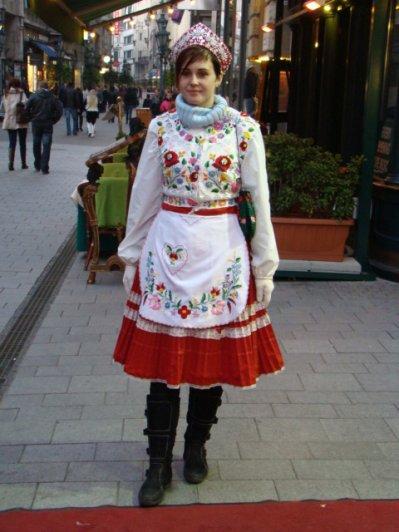 Tenue traditionnelle hongroise entrez dans mon monde for Dans hongroise n 5