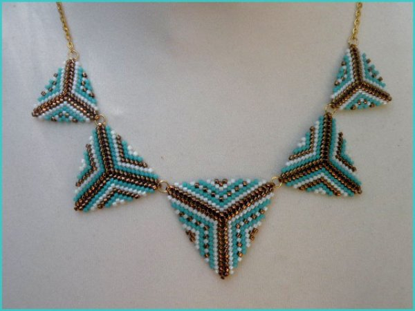 Collier triangles