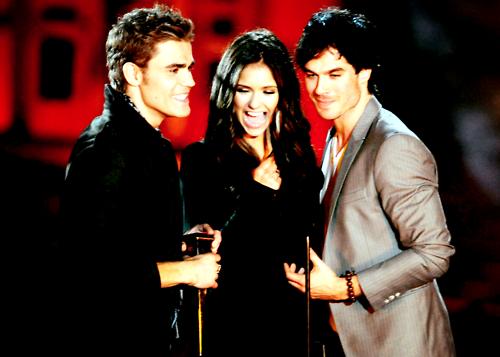 Vampire Diaries récompensée aux Teen Choice Awards