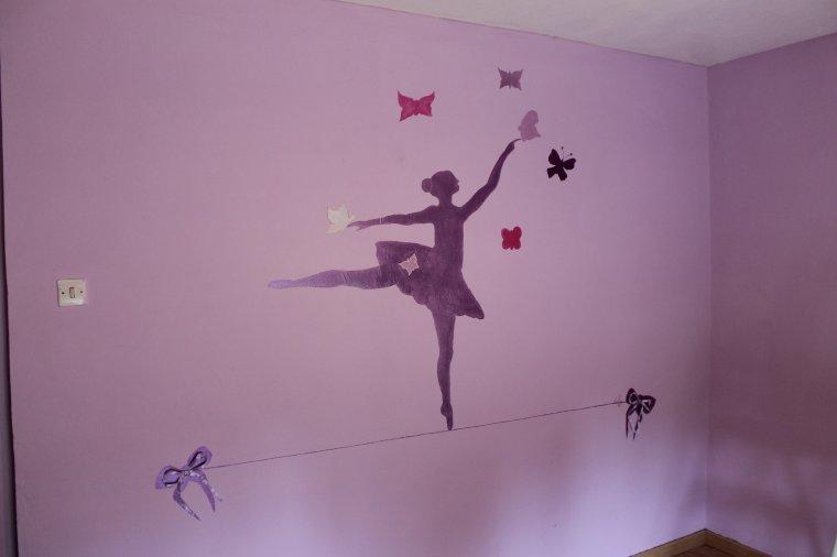 Peinture sur le mur de la chambre d 39 une petite fille lilyart - Mur de couleur dans une chambre ...