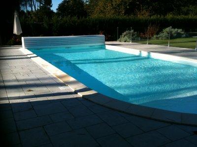 Une piscine plus moderne avec volet roulant hors sol et for Cloture pour piscine hors sol