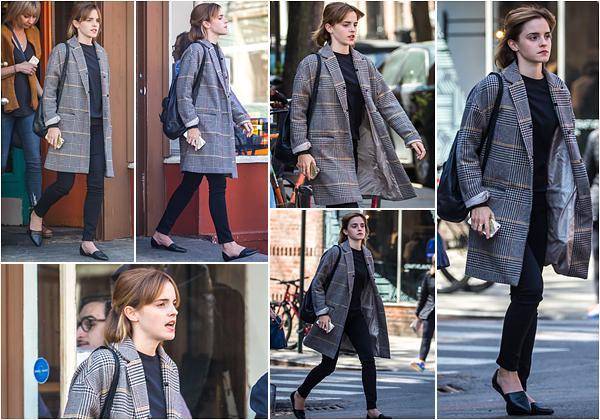28.04.2015: Miss Emma quittait un restaurant dans New York City. Tenue au top, comme d'habitude, rien � dire!