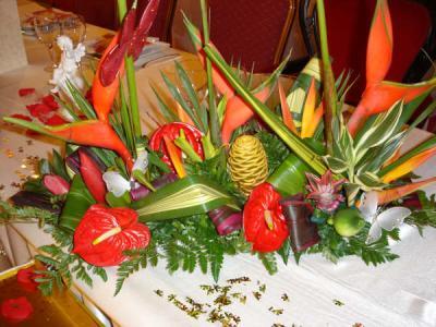 Decoration florale table mariage du mont blanc antillais for Decoration antillaise
