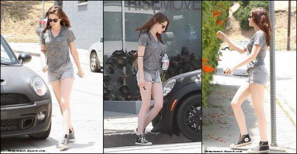 Le 1 Juillet 2011, Big Day pour Kristen, cours de yoga, puis �quitation, ce qui est n�cessaire pour son prochain film � Snow White and the Huntsman. �
