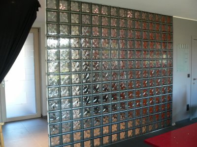 Mur de briques de verre fin qu 39 est ce qu 39 on est bien dedans - Mur de brique de verre ...