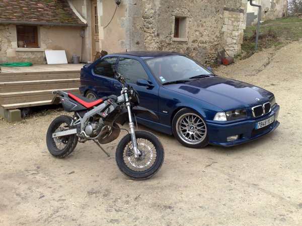 voici la voiture de mon frere sa bmw 318 tds compact et ma derbi drd racing blog de mariline. Black Bedroom Furniture Sets. Home Design Ideas