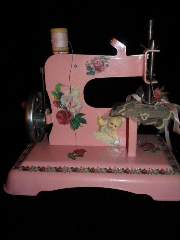 Machine a coudre jouet josseline efiona for Machine a coudre jouet