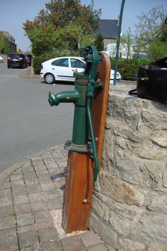 Pompe eau manuelle et puits nomakalumake - Pompe a eau manuelle castorama ...