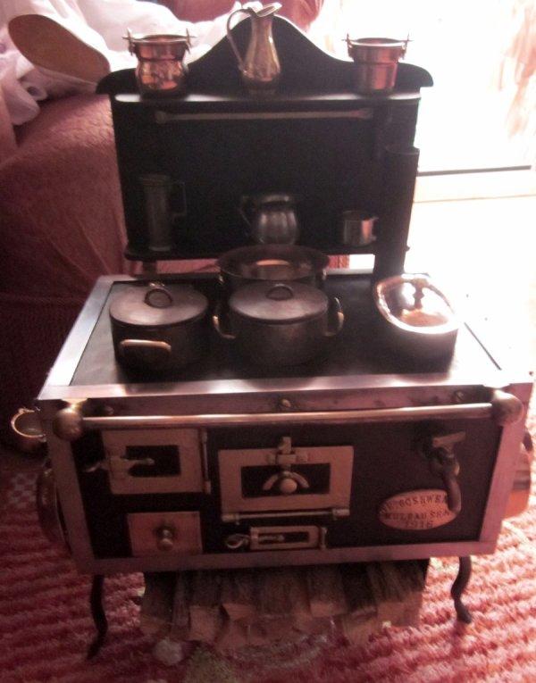 ancienne cuisini re de poup e le grenier d 39 alice et de. Black Bedroom Furniture Sets. Home Design Ideas