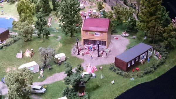 Au camping de mini world Lyon le bio � la c�te